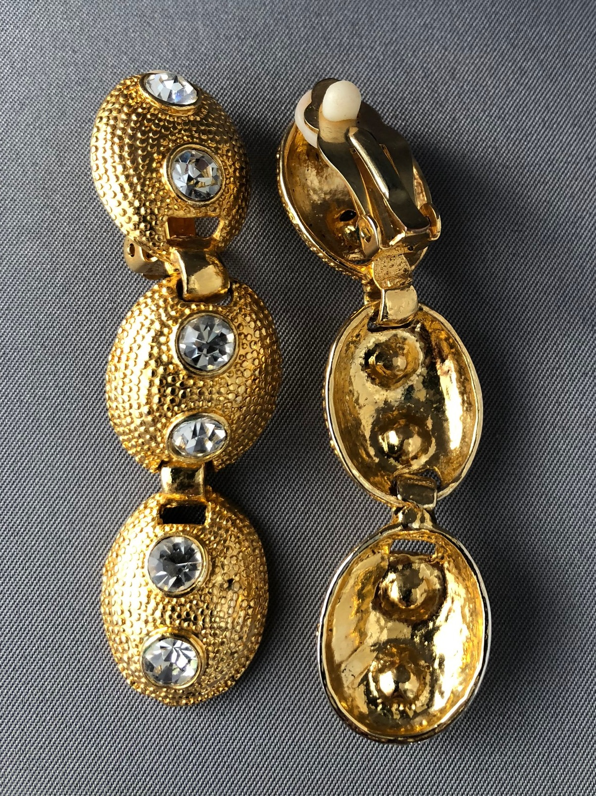 vintage clip on earrings with three drop faux diamonds. Black Bedroom Furniture Sets. Home Design Ideas