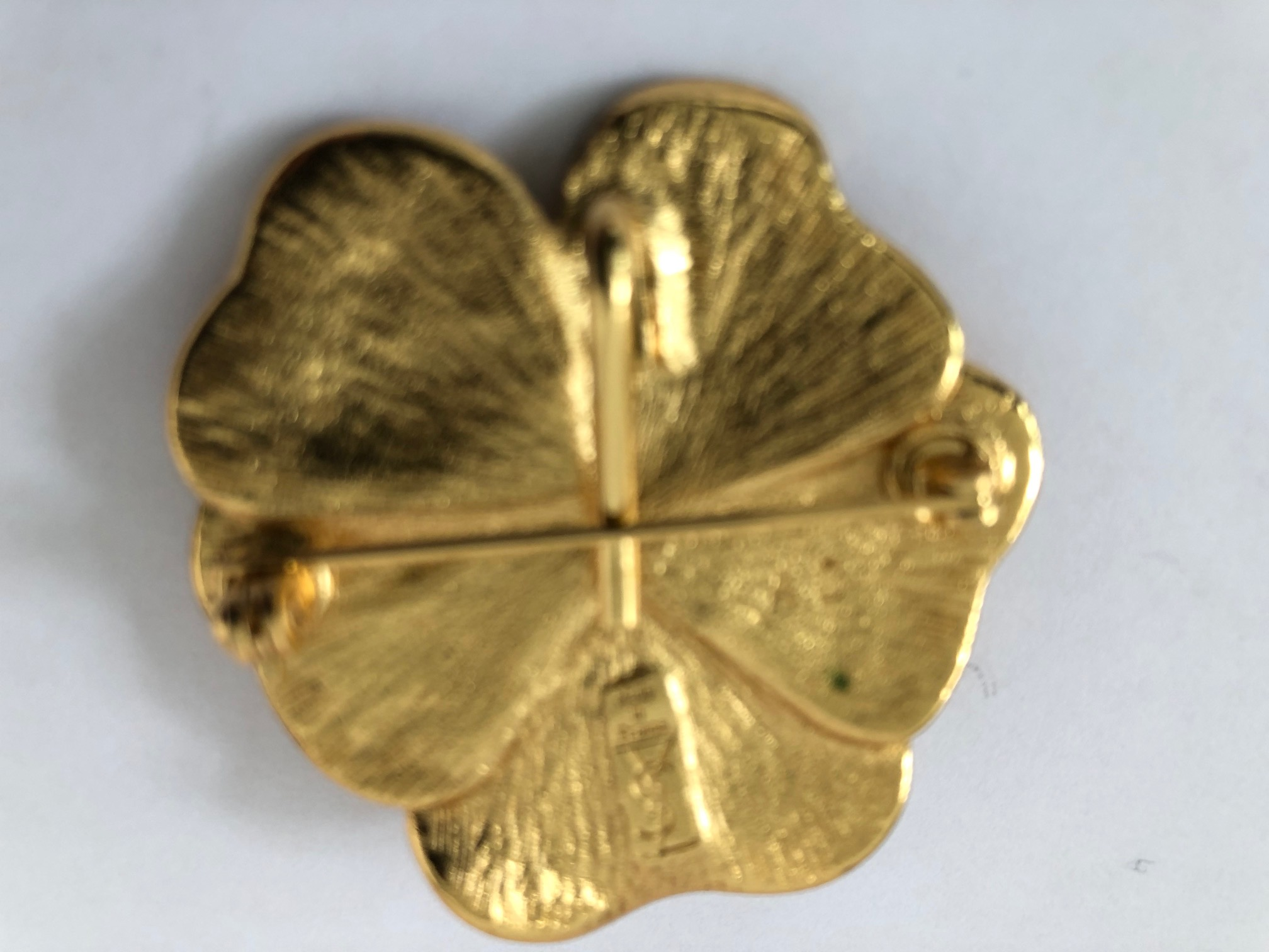 6ce82c3755e YSL YVES SAINT-LAURENT Golden 5-leaf clover Women's Brooches & Pins